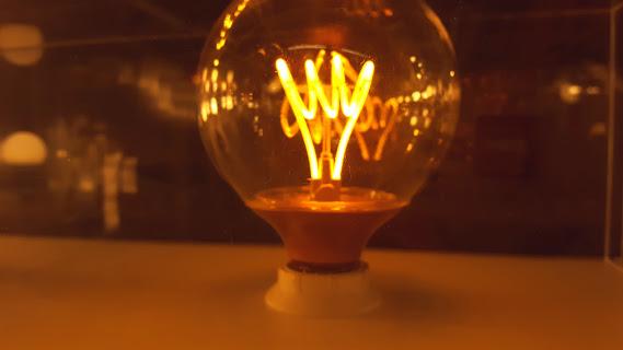 LEDライトだけれど美しいフィラメント