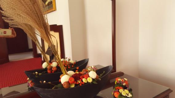 マム、姫リンゴ、ローズヒップは秋の恵み