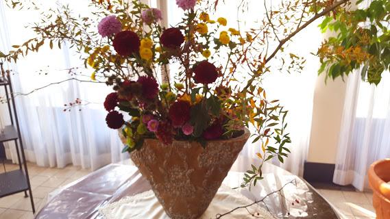 マムでも華やかでしっとりした生け花のようおなアレンジ