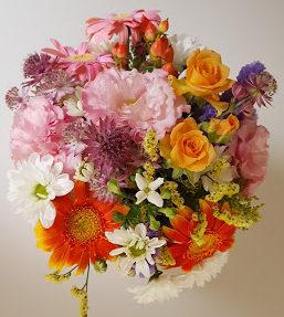 スーパーで売っている花束で作ります