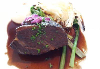 牛ほほ肉の赤ワイン煮 マリネしたほほ肉を数時間煮たもの