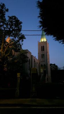 高い塔が美しい山手教会