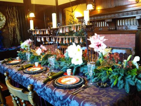 アマリリスが明るいテーブル
