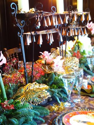 重厚かつ豪華なクリスマステーブル