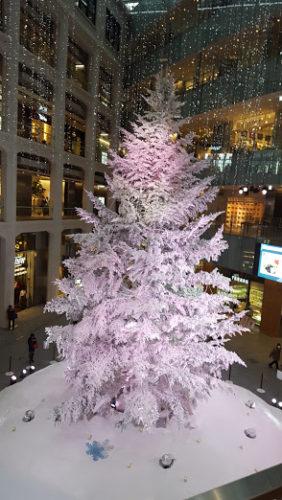 KITTEの巨大ツリー ピンクのライティング