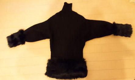 セーターにフェイクファーをつけて