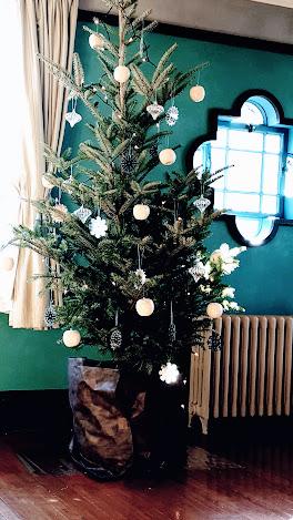 男の子の部屋のクリスマスツリー