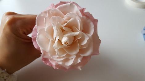 生花のバラのようなボリューム