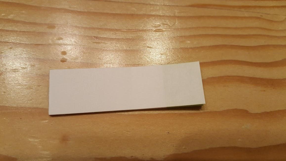 付箋の裏側にマスキングテープを貼ります