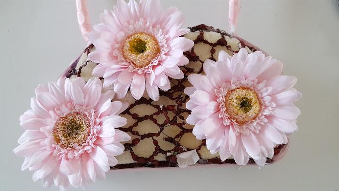メインの花を挿す