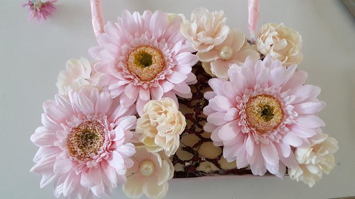 次に大きな花を挿す