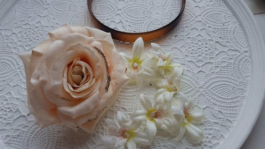 結婚式の髪飾りの材料