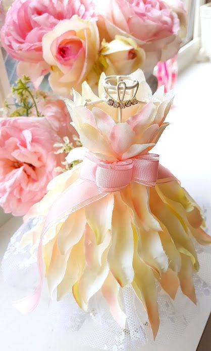 きれいなドレスのトルソー