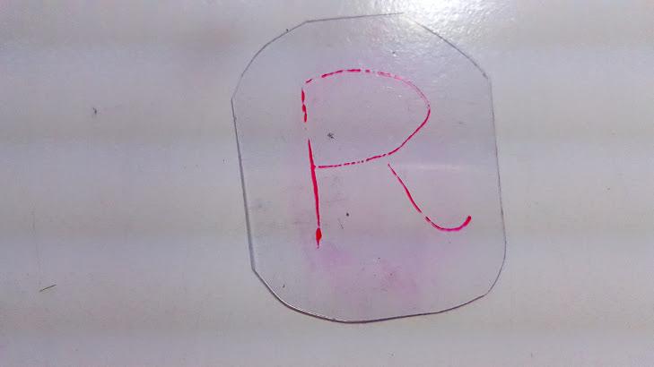 プラスチック板に下書き
