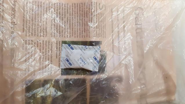 乾燥材はビニール袋の中、端に入れる