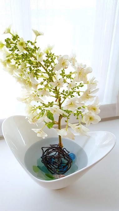 大きな花も支えるワイヤーボール