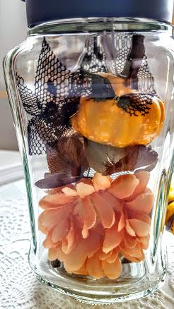花材をビンに入れる
