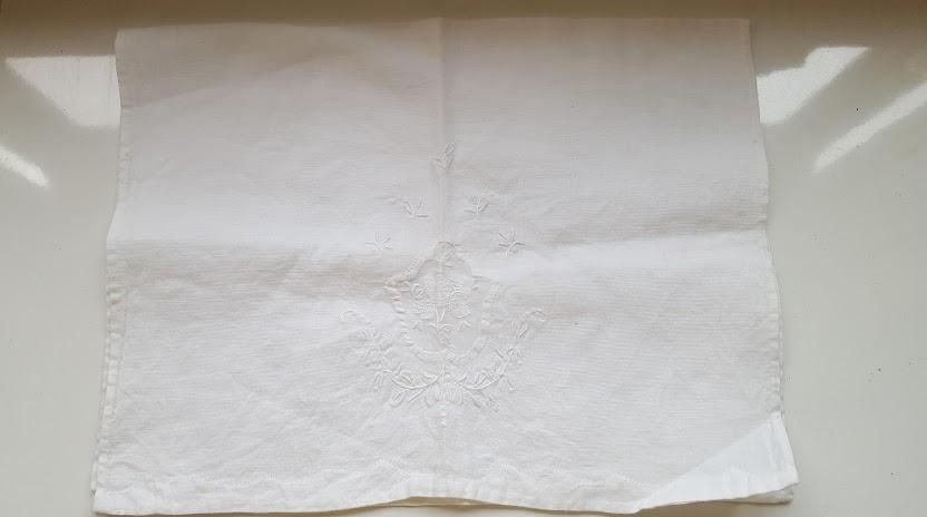 ナプキンを広げる