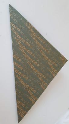 折り紙を対角線で折る