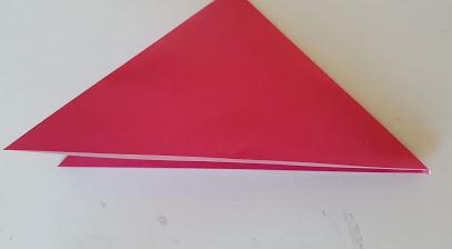 もう一度対角線で折る