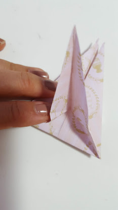 羽を細く折る