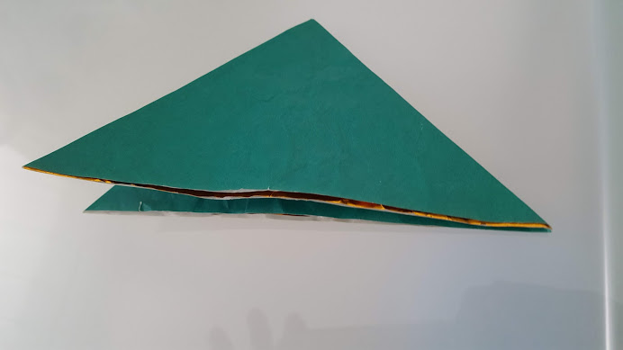 2度対角線で折る