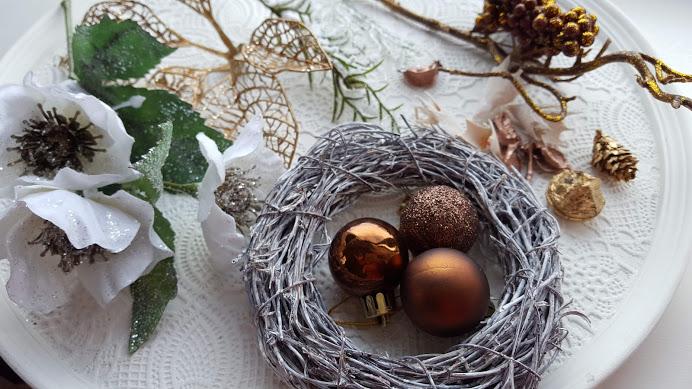 クリスマスローズのリースの材料