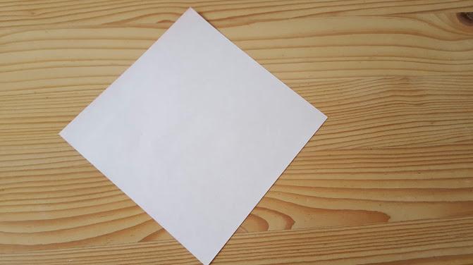赤い折り紙の裏側