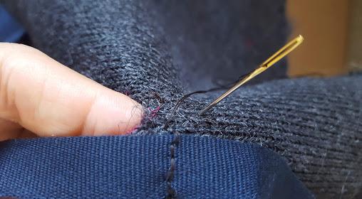 リボンの中心を縫い付ける