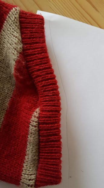 裾の部分を写す