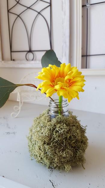 小さな花とグリーン
