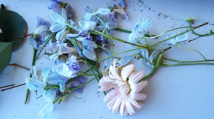 しおれた花は取り除く