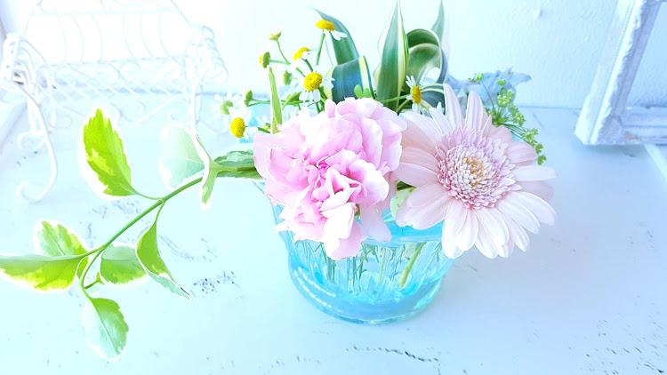 綺麗な花を水に付けておく