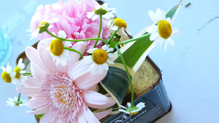 花の間に小花を入れる