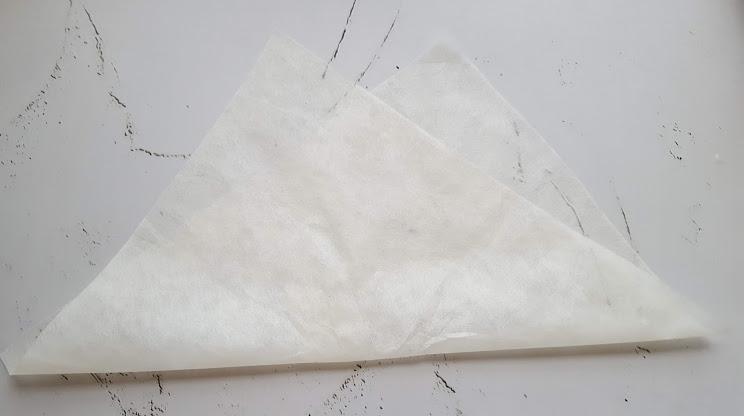 不織布を斜めに折る