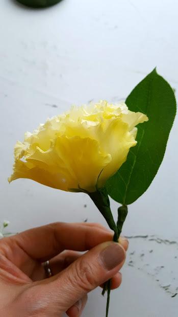 花を前に曲げる
