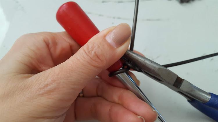 丸いものを芯にして曲げる