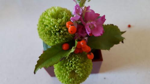 他のお花も入れる