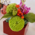 花のアレンジメント 小さく作っても花が沈まない方法